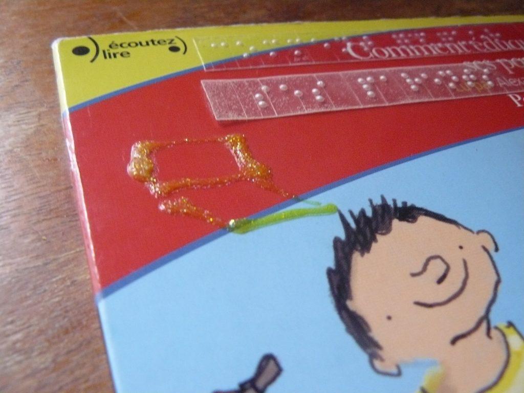 pochette CD étiquetée et augmentée d'un dessin volumique